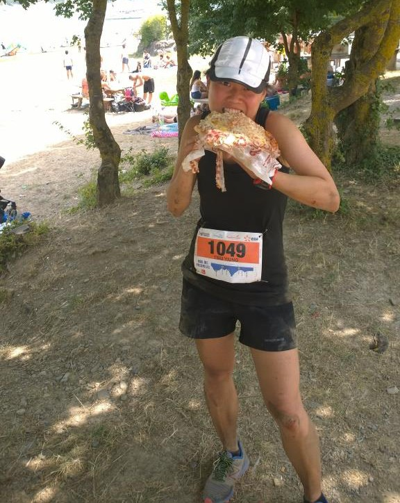 To reward herself for finishing the race, GodzillaPin had prepared for the Ninja Turtle a cream, ham and cheese pizza that was bigger than the size of her head.